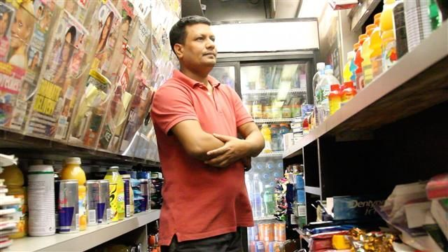 VIDEO: Newsstand Workers Spend Long, Hot Days Underground 1