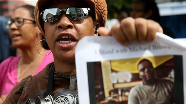 VIDEO: Ferguson Fight Extends Beyond Grand Jury, and More 3