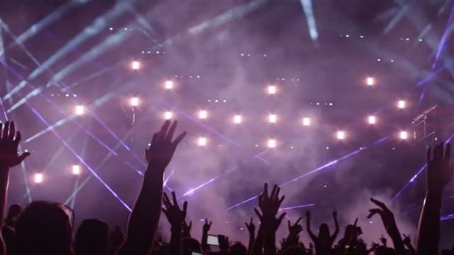 VIDEO: Why Is It So Hard to Tweet from Concerts? 3