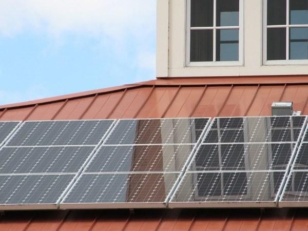 solar-powered-lighting