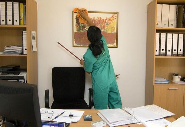 Is Your Office in Need of Thorough Cleaning? Here Are 5 Reasons Why You Should Hire a Professional Cleaning Company 1