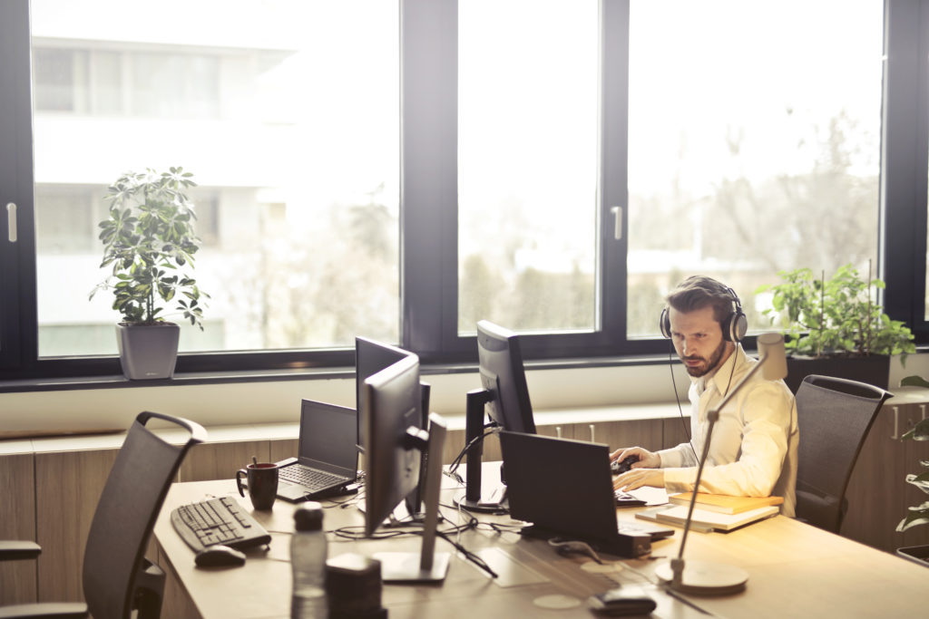 4 Ways cold calling can help your business 1