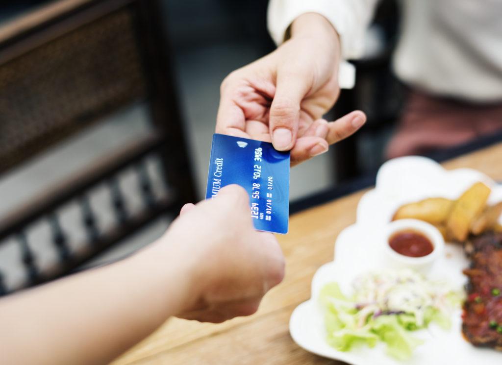 3 Ways a prepaid debit card helps you financially 1