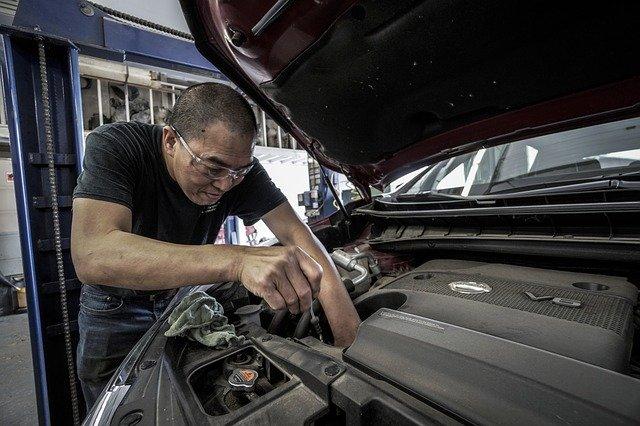 Auto Repair Oil Change Oil Auto  - DokaRyan / Pixabay
