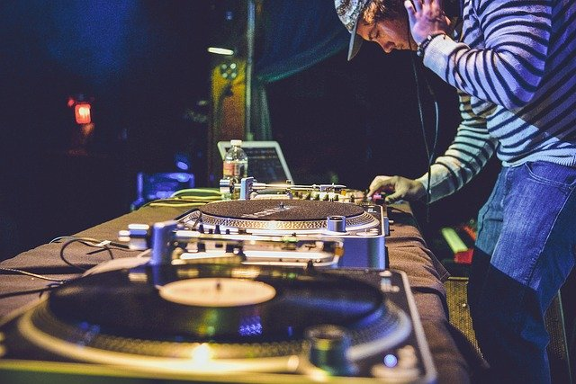 disc jockey People Man Guy Music Edm Dj - StockSnap / Pixabay
