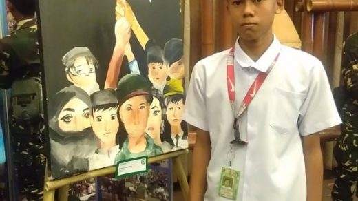 Arjen-poses-beside-his-painting-Pagbangon