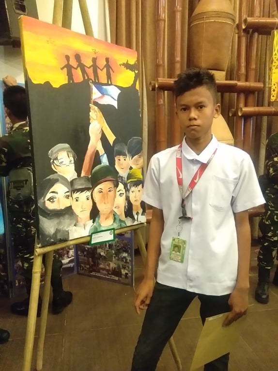 Arjen poses beside his painting