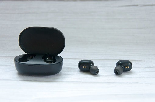 earbuds with charging case