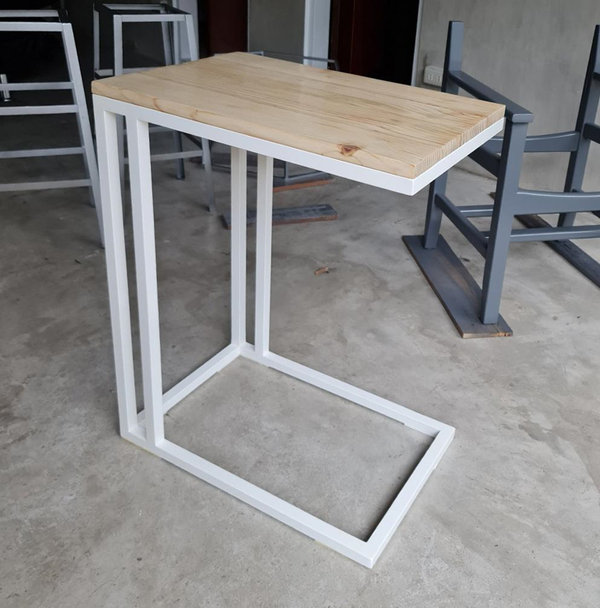 This arm table was developed by Trademark Kawpeng Designs using upcycled wooden pallets donated by FedEx Express Philippines.